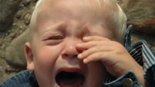 Calmarlo o lasciarlo piangere?