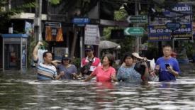 Bangkok tra alluvione e solidarietà