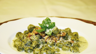 Gnocchi alla portulaca con gorgonzola e noci