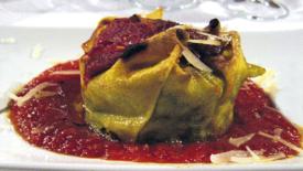 Tortini di bietola e formaggio con salsa di pomodori
