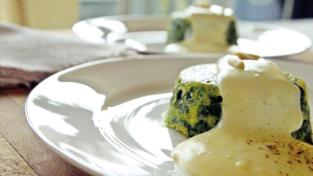 Tortini di spinaci con crema al parmigiano