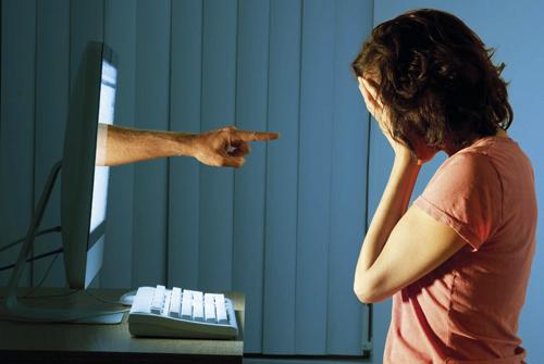Foto metafora del bullismo online