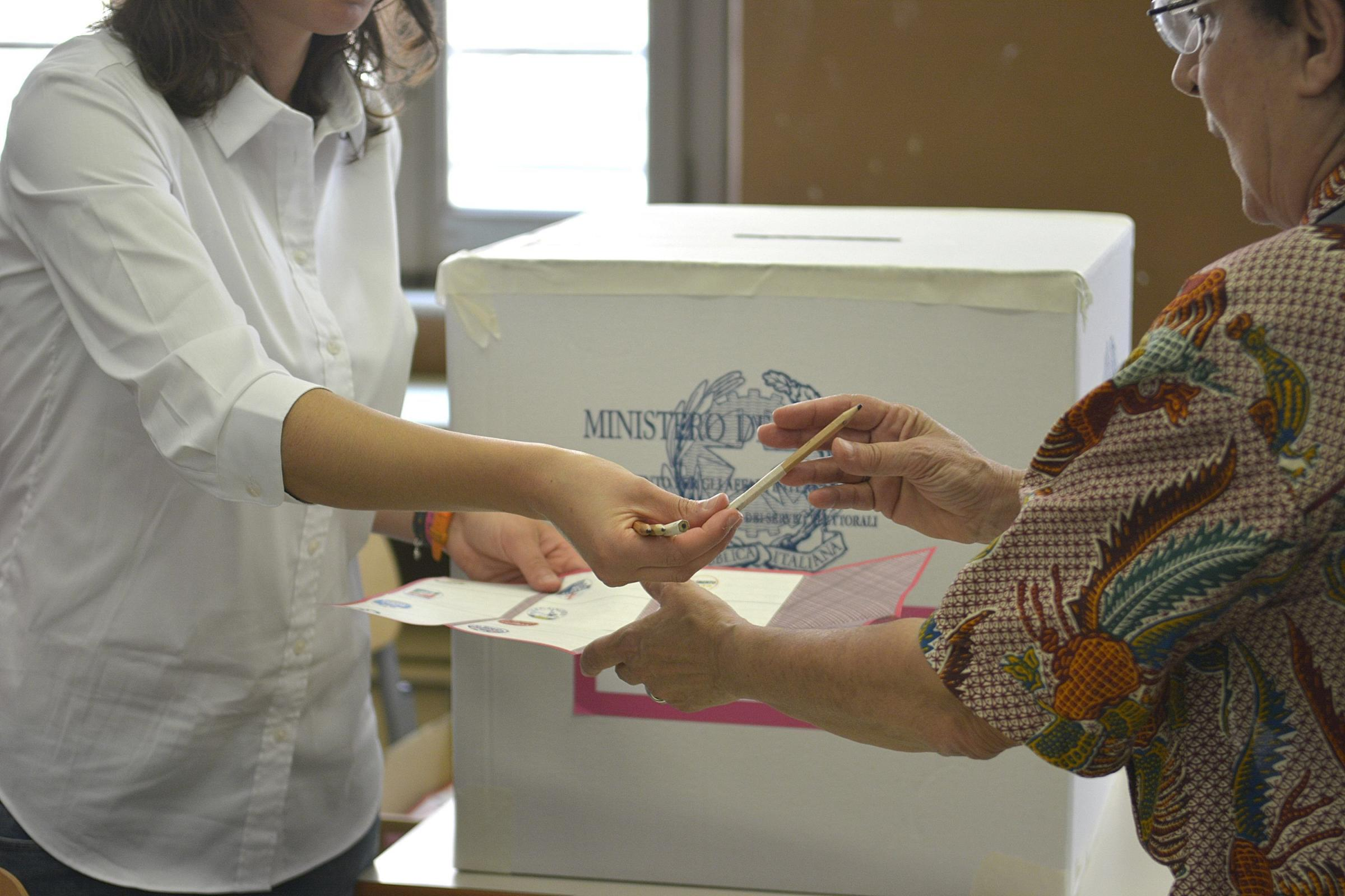 Consegna della scheda elettorale