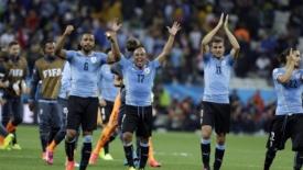 Straordinario Suarez, Inghilterra battuta 2-1