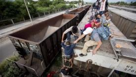 Bambini in fuga da povertà e violenza