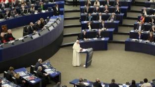 Il papa a Strasburgo: la vecchia Europa dia lavoro e speranza alle persone