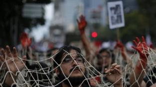 """Messico: """"Vivos se lo llevaron y vivos los queremos"""""""