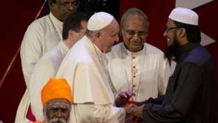 Il papa: per dialogare è necessario rispettare gli altri