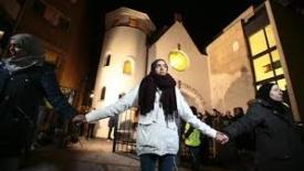Quella catena musulmana attorno alla sinagoga