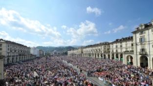 Il papa ai giovani: vivete un amore casto e rispettoso degli altri