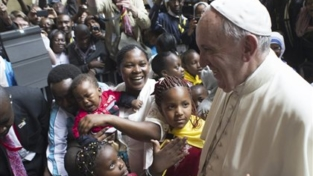 Papa Francesco nello slum di Kangemi