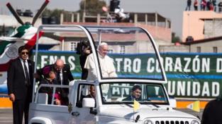 Papa Francesco invita ad aprire gli occhi sulle ingiustizie