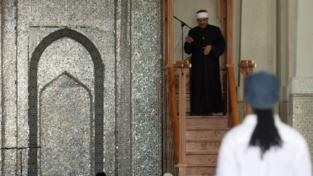 Il discusso trasferimento dell'imam