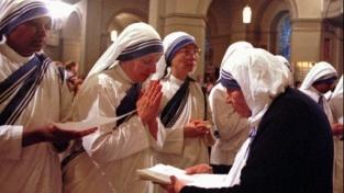 Madre Teresa santa, ma non da sola