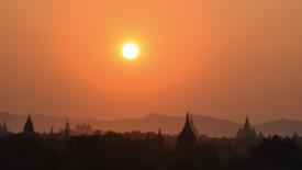 Albe e tramonti a Bagan