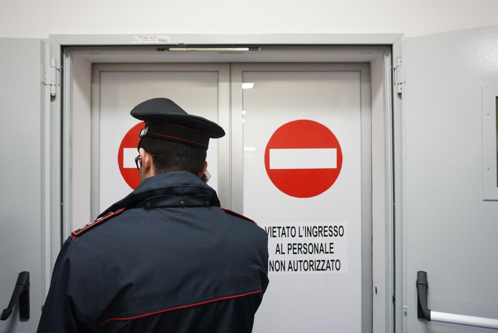 carabinieri-allospedale-santa-maria-della-pieta-di-nola-foto-ansa