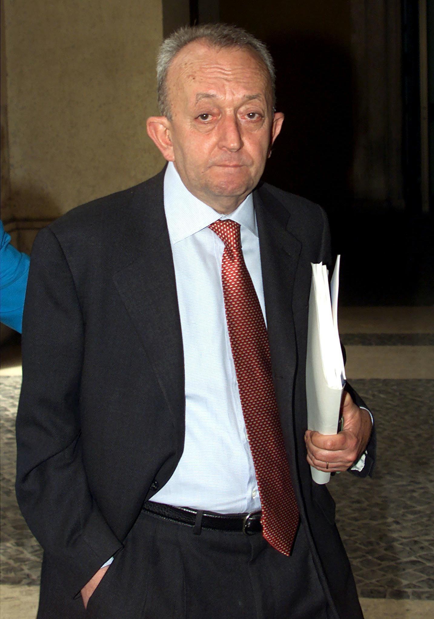 In una immagine del 2000, Tullio De Mauro, Ministro dell'Istruzione durante il Governo Amato II (25 aprile 2000 - 11 giugno 2001) ANSA/MAURIZIO BRAMBATTI