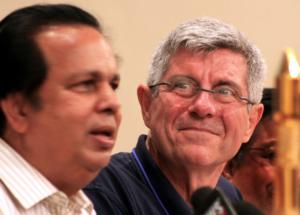 Giovanni Bignami, presidente dell'Asi, alla conferenza stampa dopo il successo nel lancio del satellite italiano Agile dalla base spaziale indiana di Sriharikota (AP Photo/M. Lakshman)