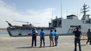 Migliaia di migranti sbarcano in Sicilia