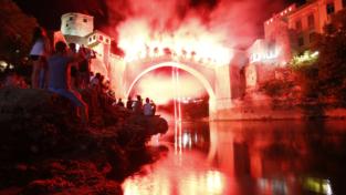 Mostar, un ponte che dà spettacolo