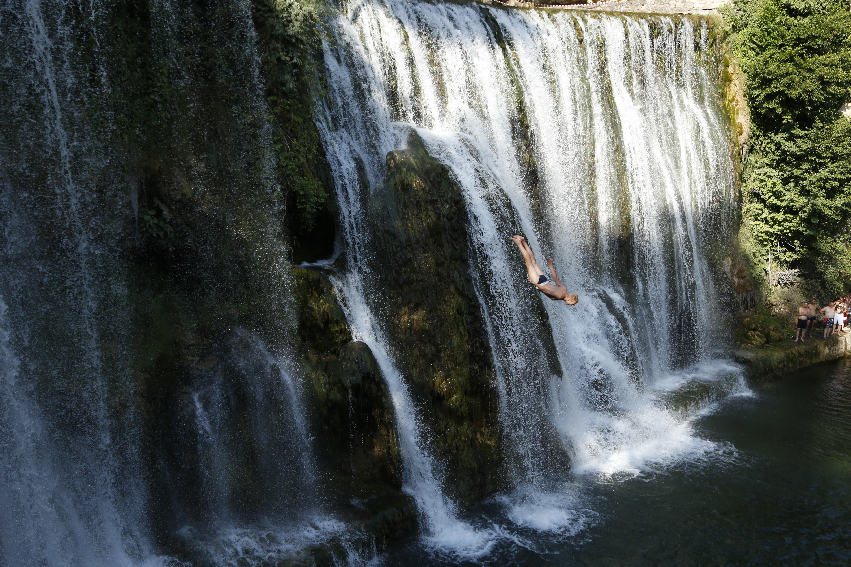 Gara di salto della cascata in Bosnia