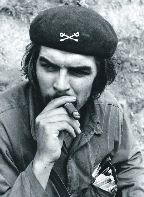 A Milano una mostra racconta il mito, il rivoluzionario e l'uomo Ernesto Guevara. In occasione dei cinquant'anni dalla morte, avvenuta in Bolivia dove era stato catturato insieme ai compagni di guerriglia, la mostra 'Che Guevara. Tu y dosos' alla Fabbrica del Vapore farà rivivere ai visitatori gli avvenimenti cruciali e il mito del Che, con la narrazione dell'uomo, dei suoi affetti, dei suoi ideali e turbamenti. L'esposizione si terrà dal 6 dicembre al primo aprile 2018, anno in cui ricorrono i 90 anni dalla nascita, ed è stata realizzata con il ricchissimo e in parte inedito materiale di archivio del Centro Studi Che Guevara de l'Avana, 5 OTTOBRE 2017. ANSA/UFFICIO STAMPA ++ NO SALES, EDITORIAL USE ONLY ++