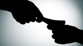 Tutela per chi denuncia i corrotti
