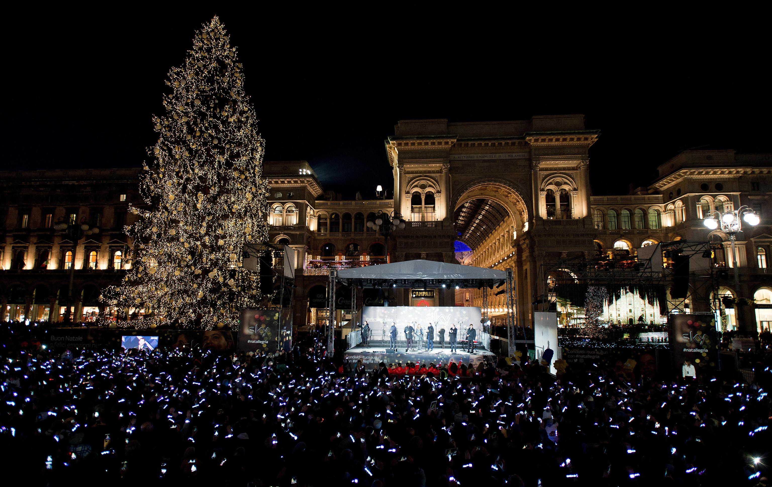 People attend the Christmas tree lighting ceremony at Duomo's square in Milan, Italy, 06 December 2017. ANSA/SKY PRESS OFFICE/JULE HERING +++ ANSA PROVIDES ACCESS TO THIS HANDOUT PHOTO TO BE USED SOLELY TO ILLUSTRATE NEWS REPORTING OR COMMENTARY ON THE FACTS OR EVENTS DEPICTED IN THIS IMAGE; NO ARCHIVING; NO LICENSING +++
