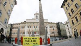Una politica contro le armi atomiche
