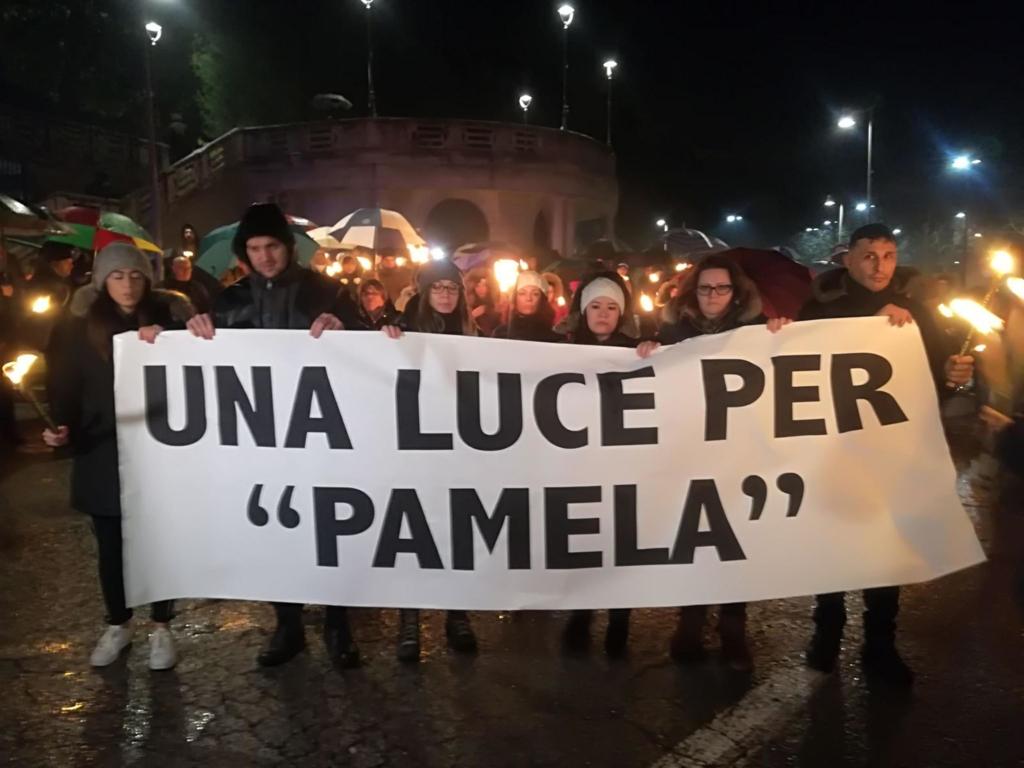 Pamela: fiaccolata a Macerata con la madre