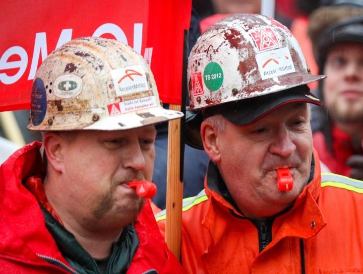 Germania, storica conquista dei metalmeccanici: settimana lavorativa di 28 ore e +4,3% di stipendio