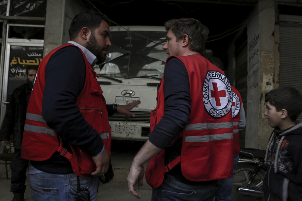 Aid convoy enters Syria's besieged Eastern Ghouta