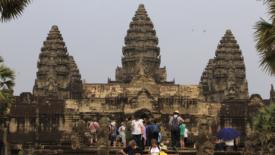 Turisti alla ricerca di emozioni forti in Asia