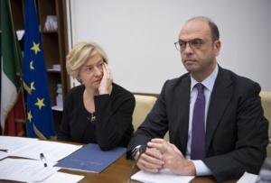 I ministri Roberta Pinotti e Angelino Alfano nel corso dell'audizione davanti alle commissioni riunite Difesa ed Esteri al Senato a Roma, 15 gennaio 2018, sulla missione in Niger.