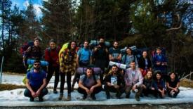 Giovani in cammino seguendo i passi dei migranti