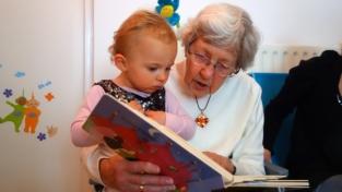 Un asilo per bambini e anziani