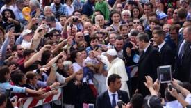 Il papa a Loppiano: «Portate avanti la spiritualità del noi»