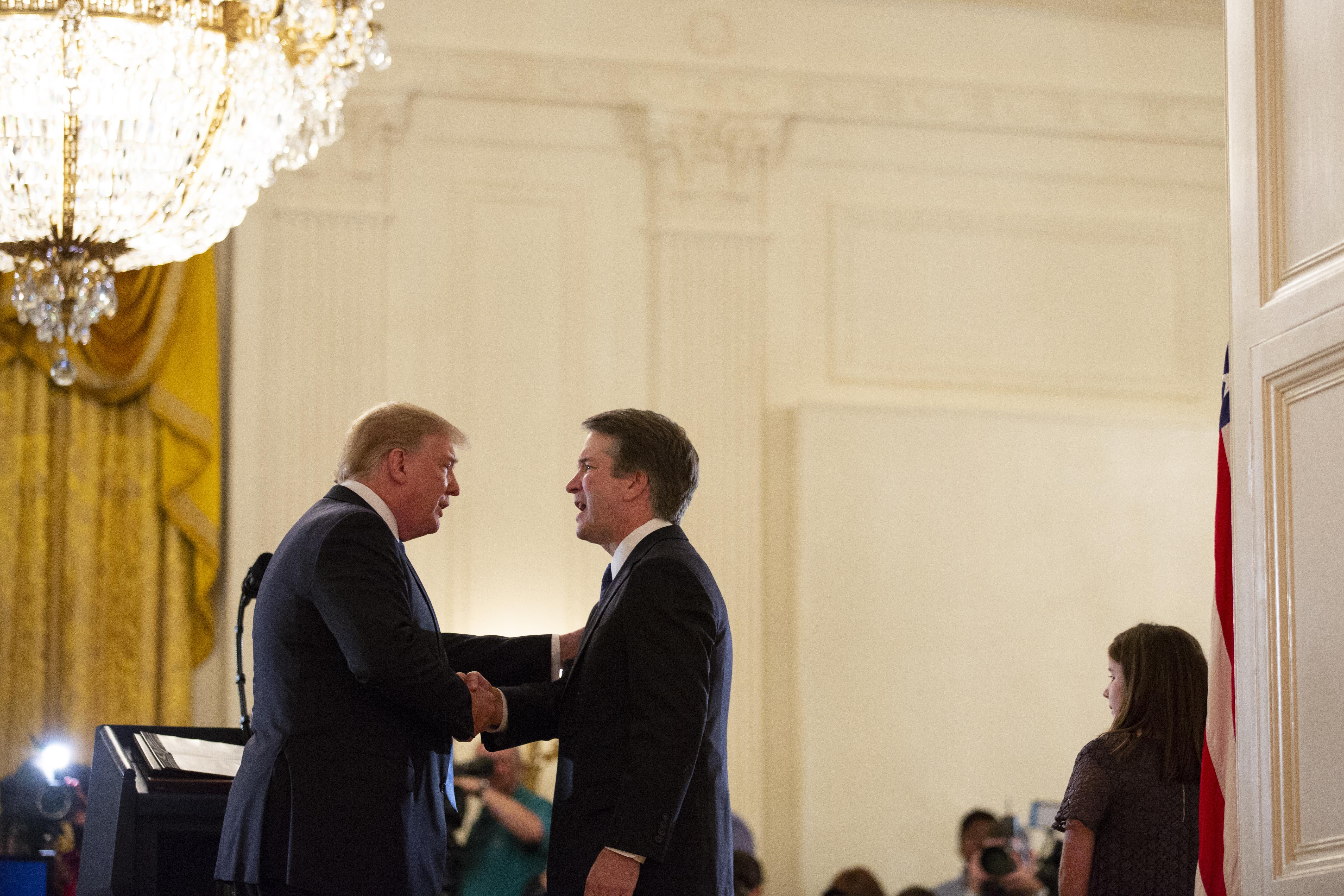Donald Trump e Brett Kavanaugh (Corte Suprema)