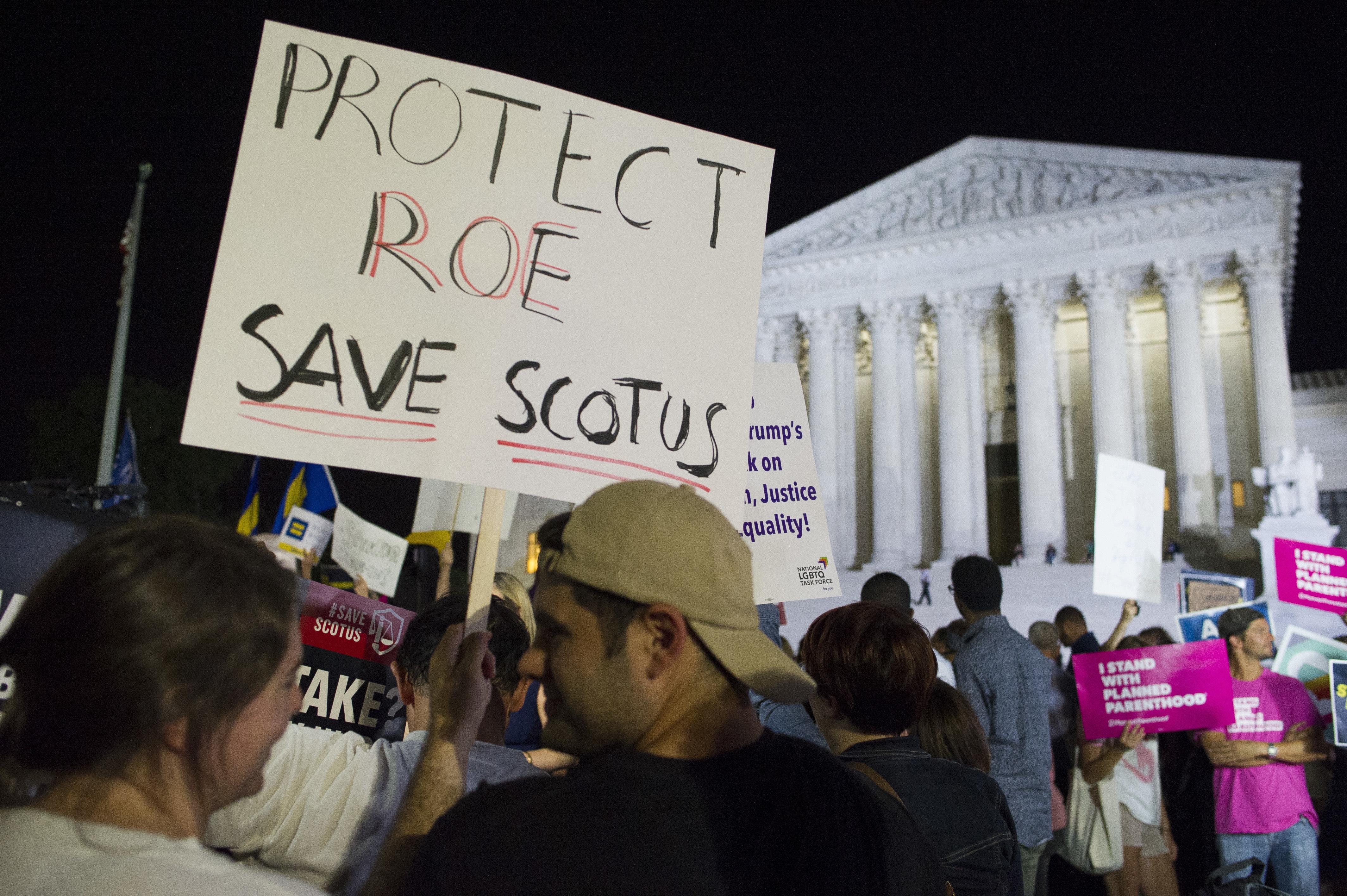 Proteste davanti alla Corte Suprema