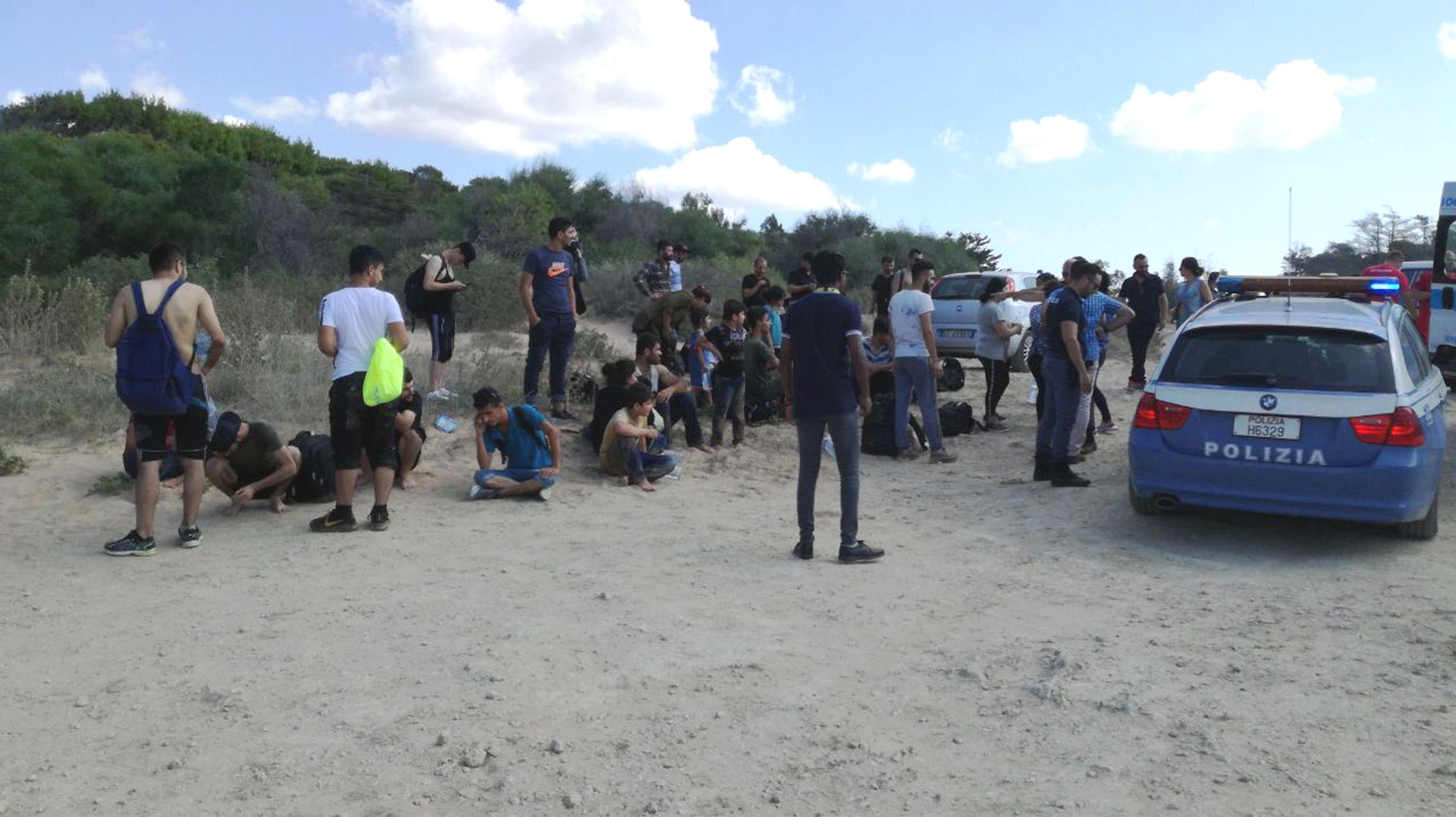 migranti-soccorso-in-provincia-di-crotone-foto-ansa