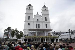 Papa Francesco celebra la messa presso il Santuario Madre di Dio di Anglona.