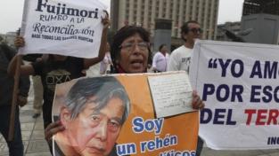 Perú, braccio di ferro sulla democrazia
