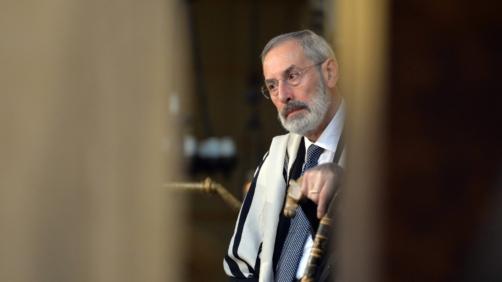 Il rabbino capo della Comunità ebraica di Roma Riccardo Di Segni nella sinagoga della Capitale dove si svolge la cerimonia per i 70 anni dal rastrellamento nazista del Ghetto, 16 ottobre 2013. ANSA/ETTORE FERRARI
