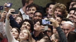 Il papa scrive ai giovani: Cristo è sempre con voi