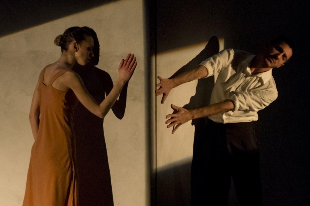 mm-contemporary-dance-company-gershwin-suite-coreografia-michele-merola-teatro-asioli-correggio-2018-photo-tiziano-ghidorsi