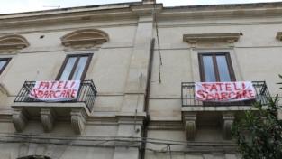 Sea Watch, i migranti sbarcano a Catania