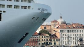 Navi nel Mediterraneo, limitare le emissioni