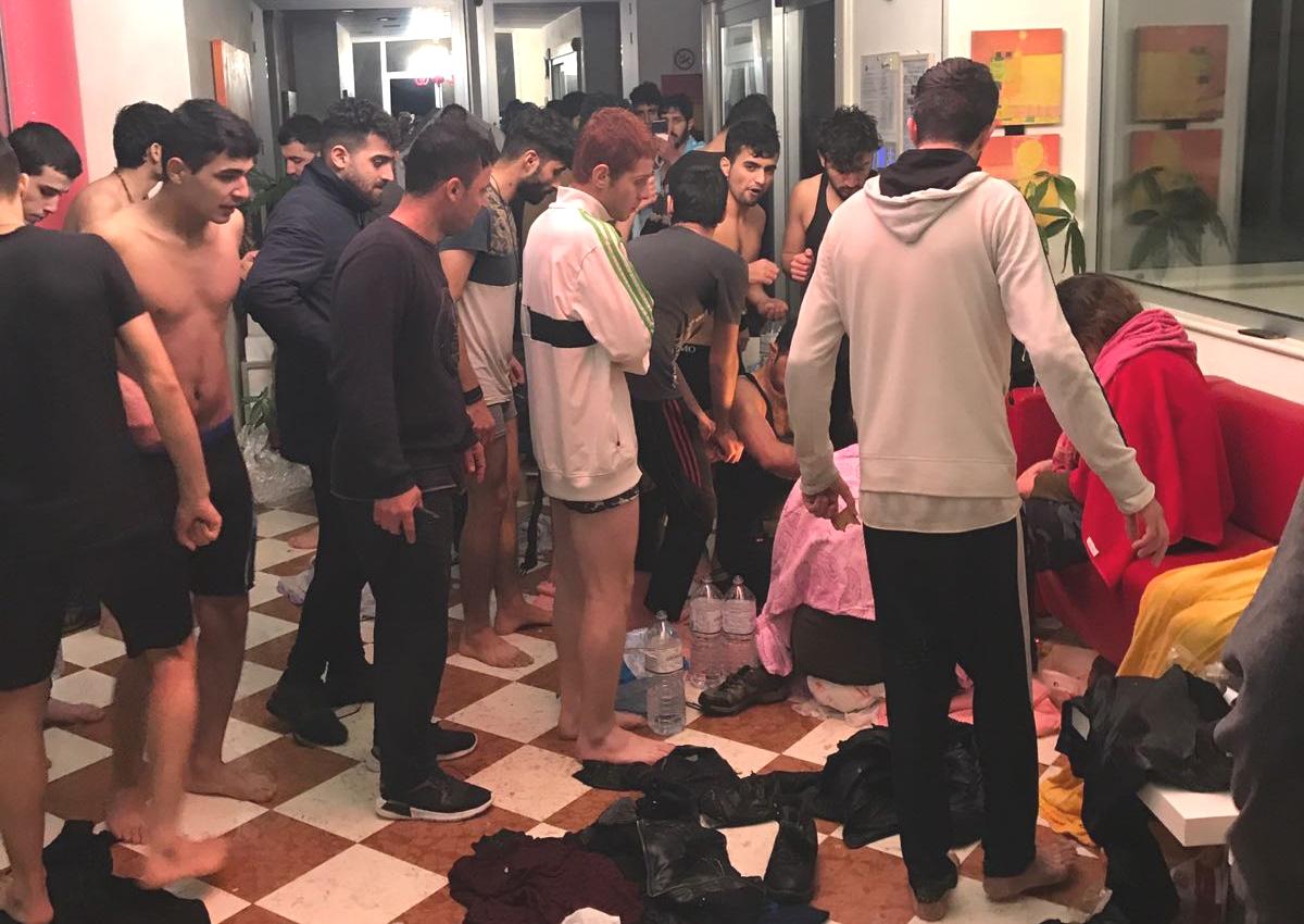 migranti-soccorsi-a-torre-melissa-in-provincia-di-crotone-foto-ansa