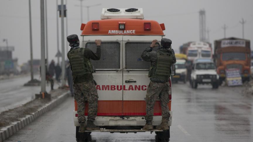Attacco suicida in Kashmir