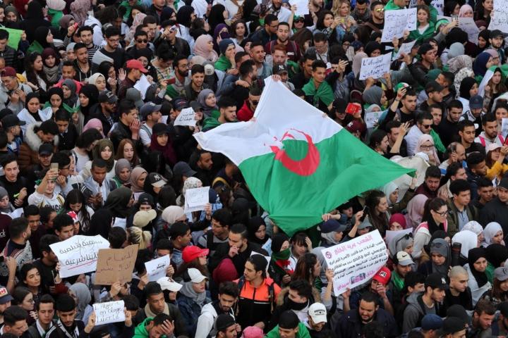Bouteflika rientra in Algeria dopo cure